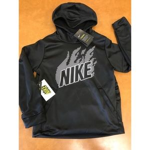 *NWT* Boys NIKE Thermal Dominate GFX Hoodie